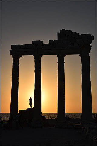Le temple d'Apollon au coucher du soleil